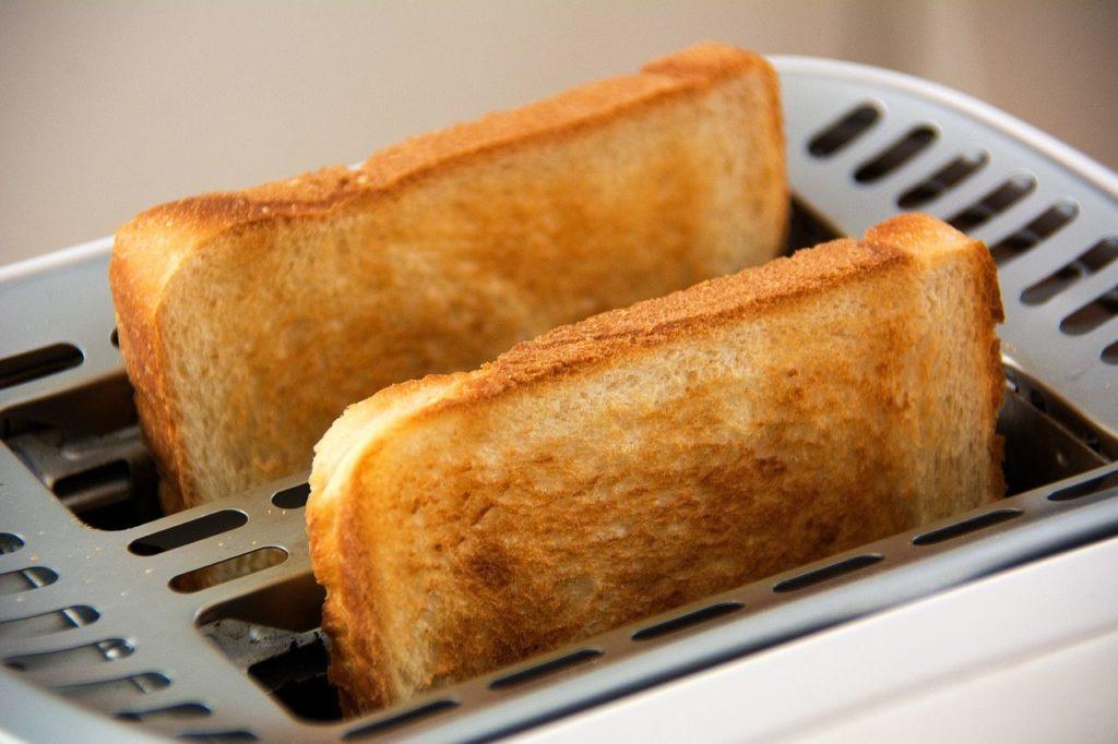A kenyérpirító tisztítása